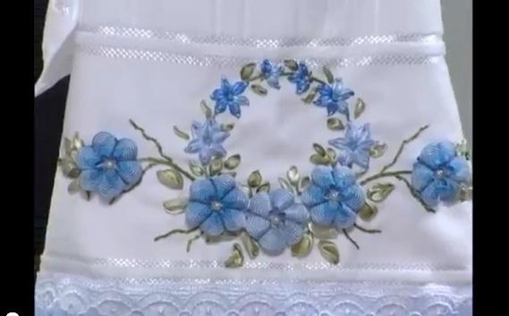 Bordado Flor Azul de Sianinha e Fitas – Vídeo do Passo a Passo