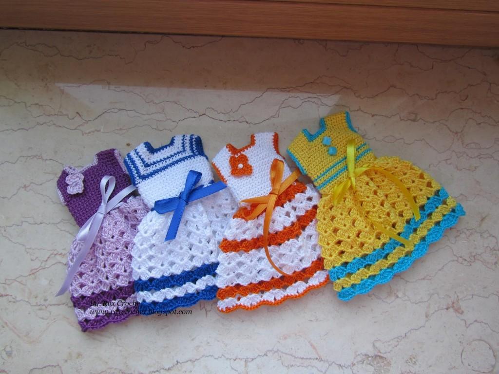 vestido-colorido-para-bonecas-crochê