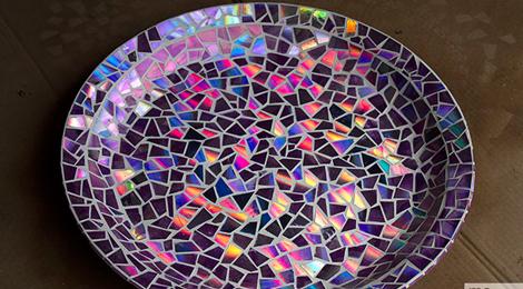 Bandeja Decorada Com Mosaico de CD – Como Fazer Passo a Passo