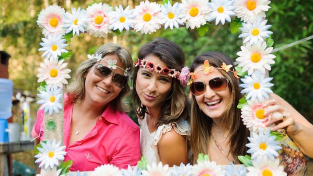Moldura de Flores Feita Com Papelão – Como Fazer Passo a Passo