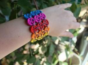 pulseira-feita-de-botões