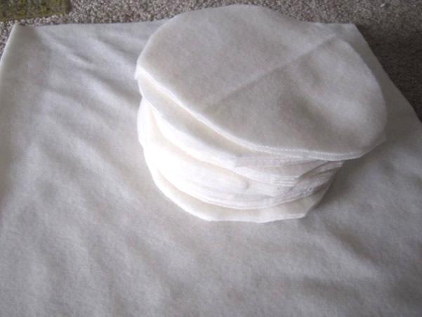almofada-feita-de-rosas-de-feltro-corte