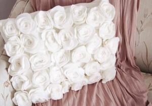almofada-feita-de-rosas-feltro