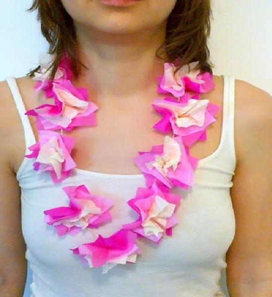 Colar Para Carnaval Feito de Flores Artificiais