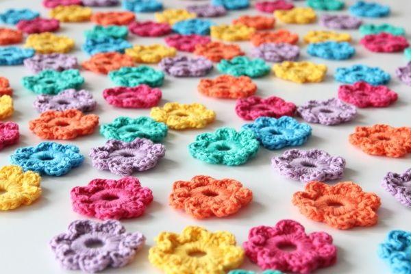 Mini Flores Feitas de Crochê – Como Fazer