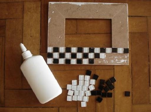 Mosaicos em Porta-Retratos ; Materiais  colando