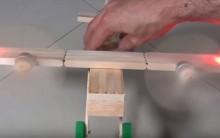 Avião Bimotor de Palitos Sorvete – Material e Vídeo