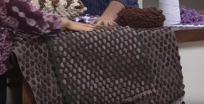 Tapete Bolinha Com Barbante e Lã Pompom