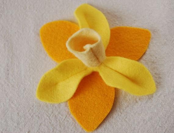 Bouquet Narcisos em feltro a flor