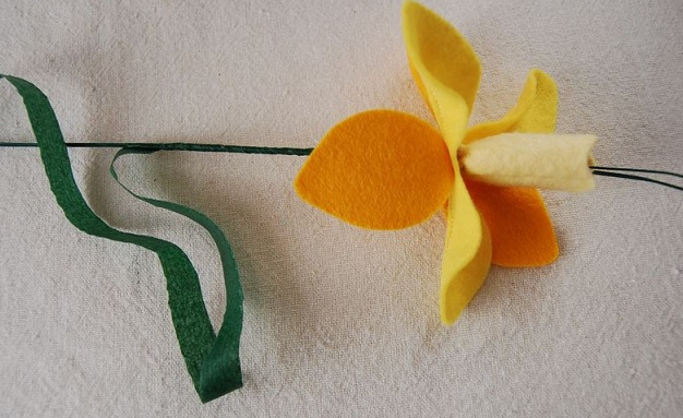 Bouquet Narcisos em feltro - floral
