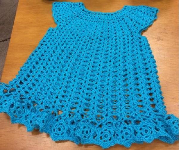 Vestido Charminho Azul Crochê – Material e Receita
