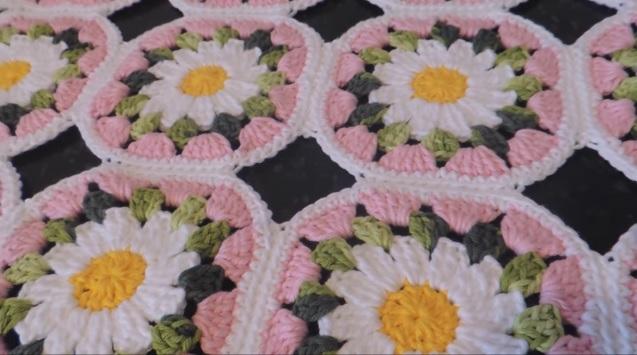 Flor Bem Me Quer Em Crochê – Material e Vídeo