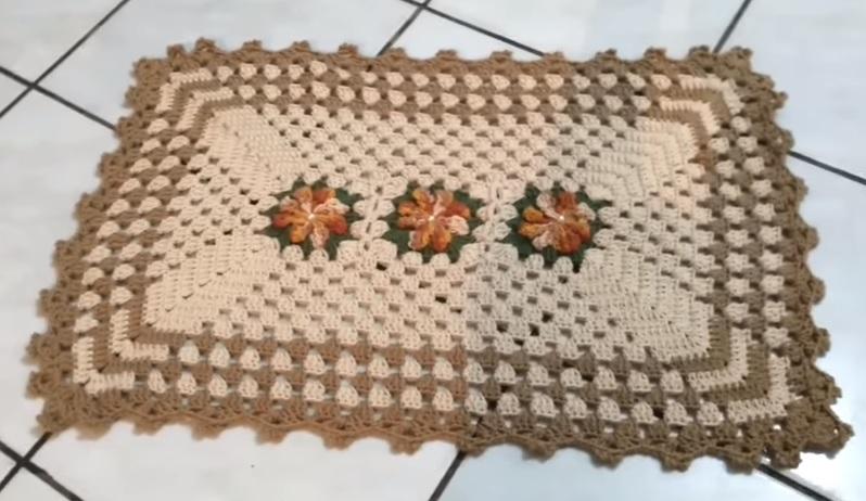 Tapete Com Flor Catavento Em Crochê – Material e Vídeo