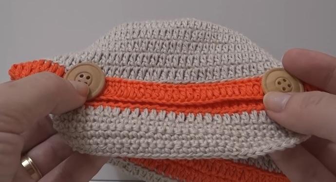 Manter seu menino bem agasalhado evita que fique doente nos dias mais  amenos. O crochê favorece fazer delicadas peças para os bebês por sua  versatilidade e ... ff82f554adc