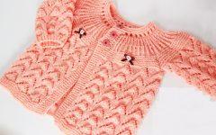 Casaquinho de Bebê Salmão Em Crochê – Material, Receita e Vídeo