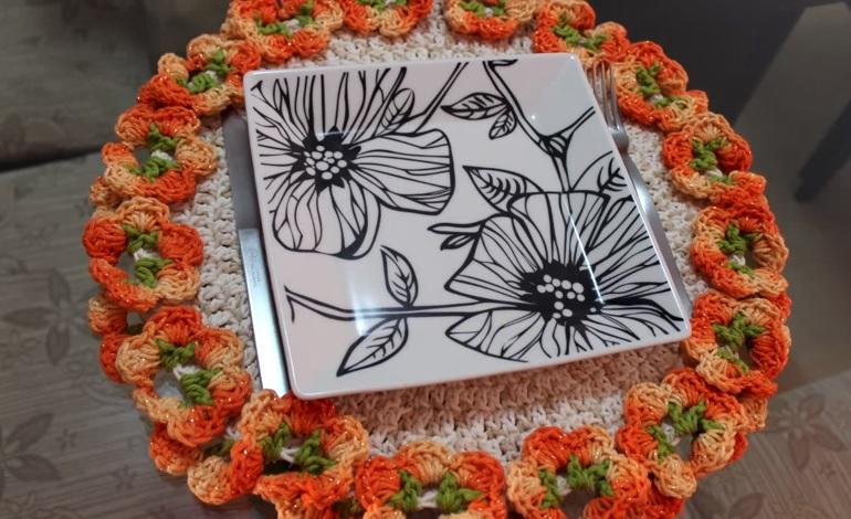 Sousplat Floral Em Crochê – Material, Receita e Vídeo