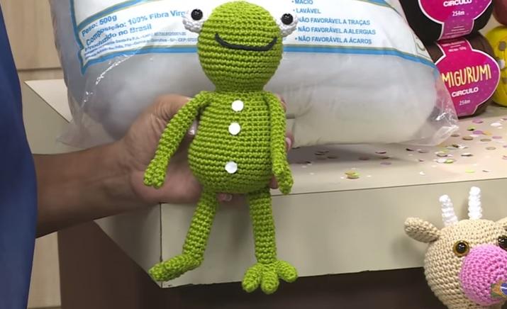 Amigurumi Sapinho Charlie Em Crochê – Material e Vídeo