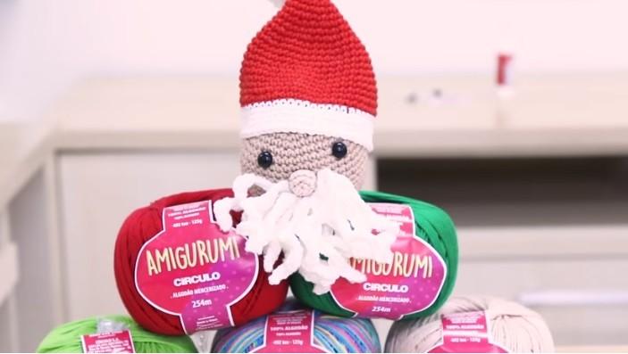 Bolinha de Natal Papai Noel Em Crochê – Material e Vídeo