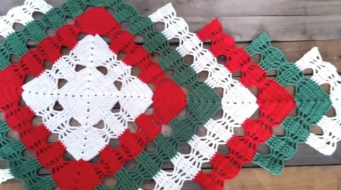 Trilho de Mesa Natalino Em Crochê – Material e Vídeo