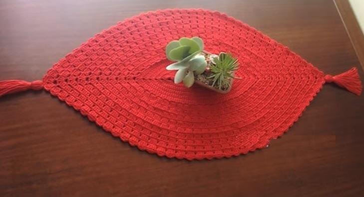 Caminho de Mesa Vermelho Em Crochê – Material e Vídeo