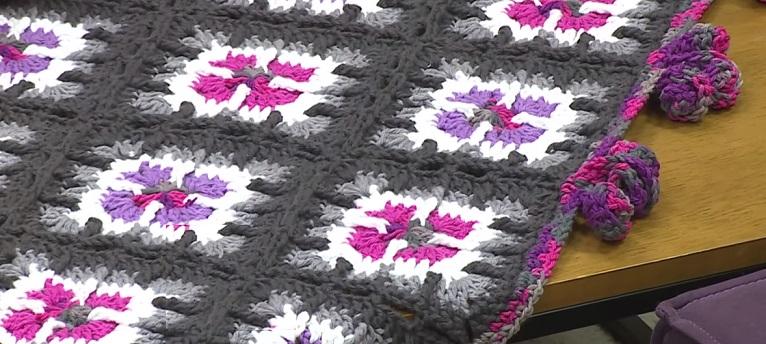 Manta Sofá Em Crochê – Material,  Receita e Vídeo