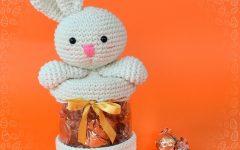 Coelhinho Porta Chocolates Em Crochê – Material e Receita