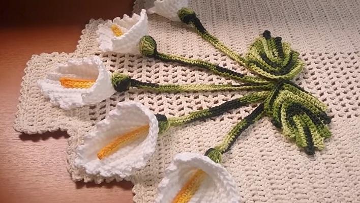 Caminho de Mesa Flor Copo De Leite Em Crochê – Material e Vídeo