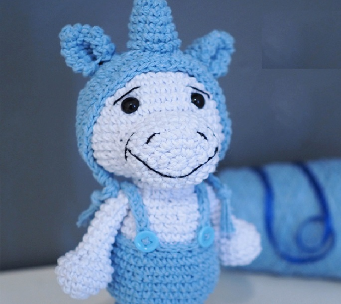 unicornio-com-trancas-amigurumi-brinquedo-de-croche (com imagens ... | 611x685