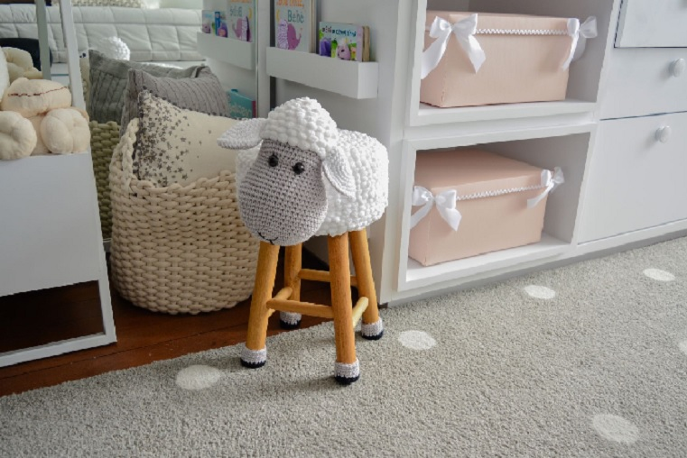 Banquinho Ovelha Em Crochê