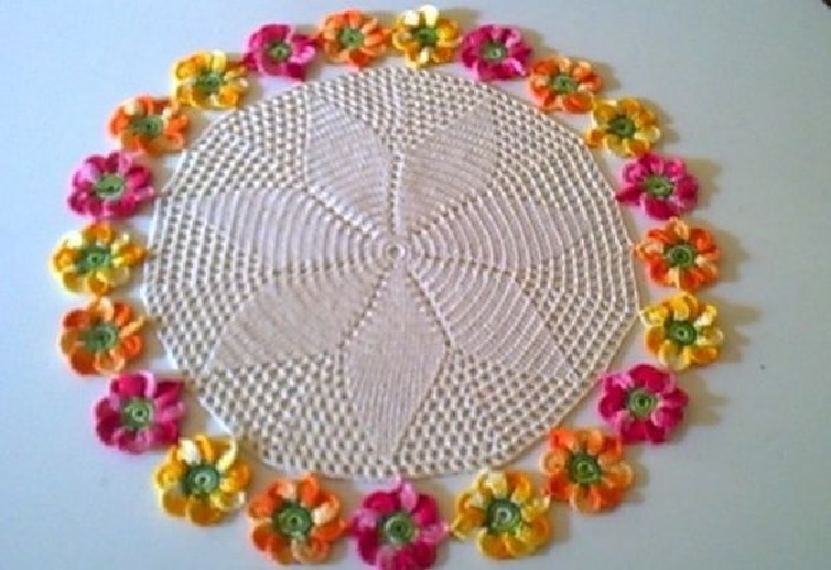 Centro de Mesa Beleza das Flores Em Crochê – Material e Vídeo
