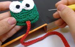 Marcador de Pagina Sapinho Em Crochê – Material e Vídeo
