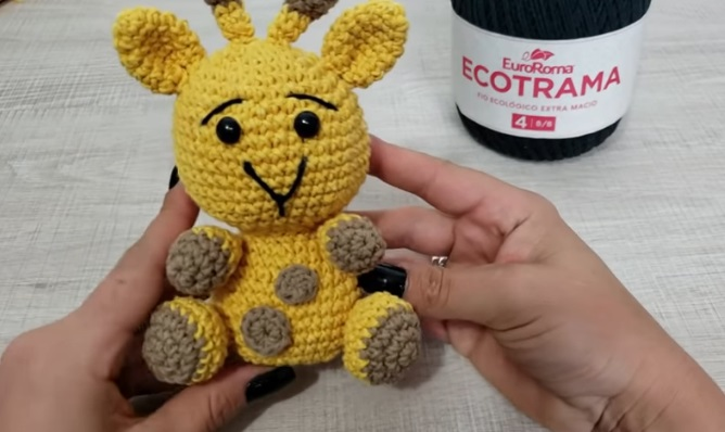 Kit Amigurumi Coleção Safari Baby Círculo - Girafa - Bazar Horizonte | 398x668